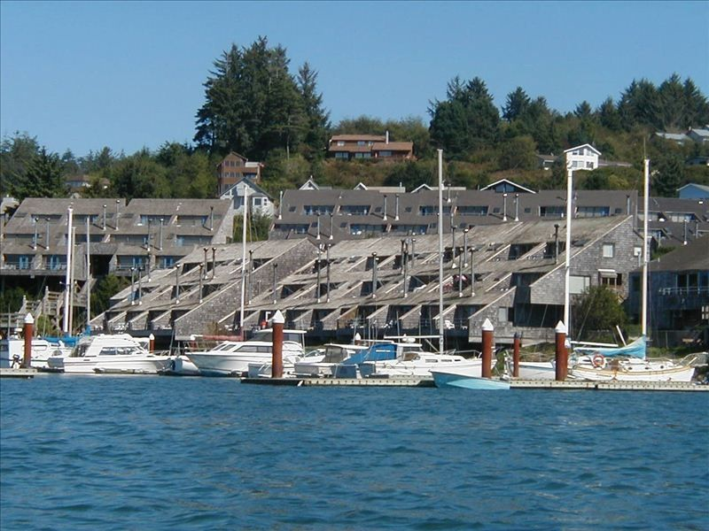 1 br embarcadero condo with outstanding views vrbo for Newport oregon fishing charters