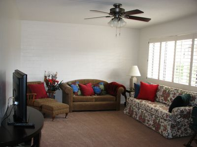 Comfy Spacious Living Room w/ lots of Seating (Flat Screen/DVD)