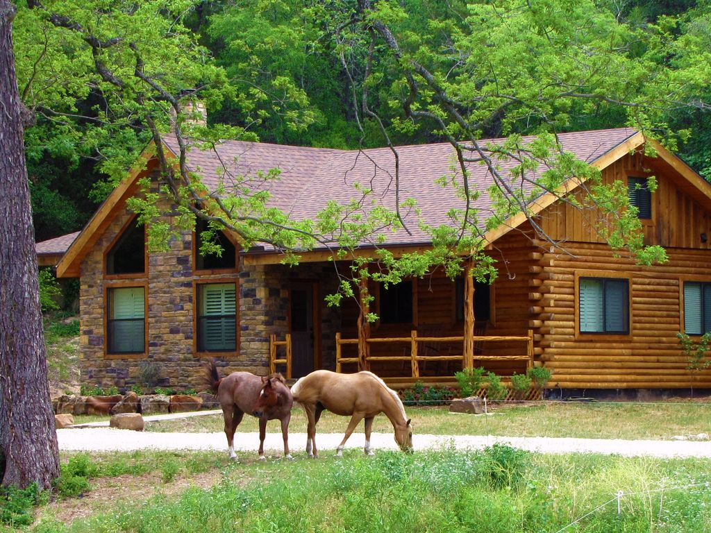 Brazos bluffs ranch beautiful home on 300 vrbo for Brazos river cabins
