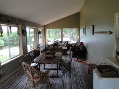 3+ season porch with stunning views, TV/DVD/VCR/Sat., Bev. fridge