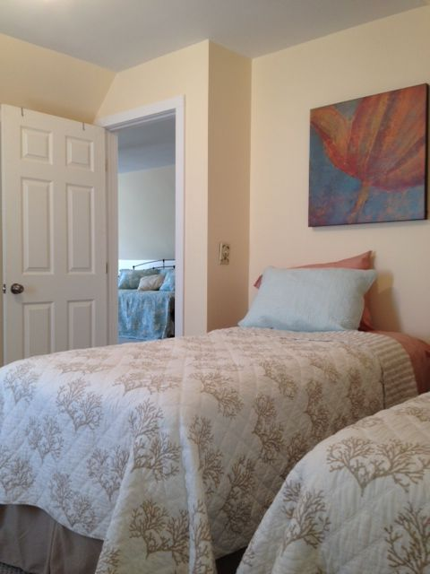 3rd floor bedroom (2 twin beds)