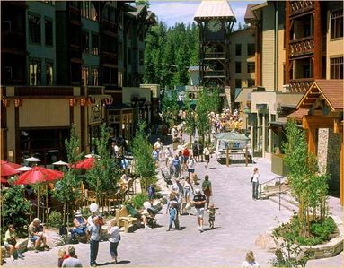 Walk to Mammoth Village - shopping, restaurants, music and easy access to skiing