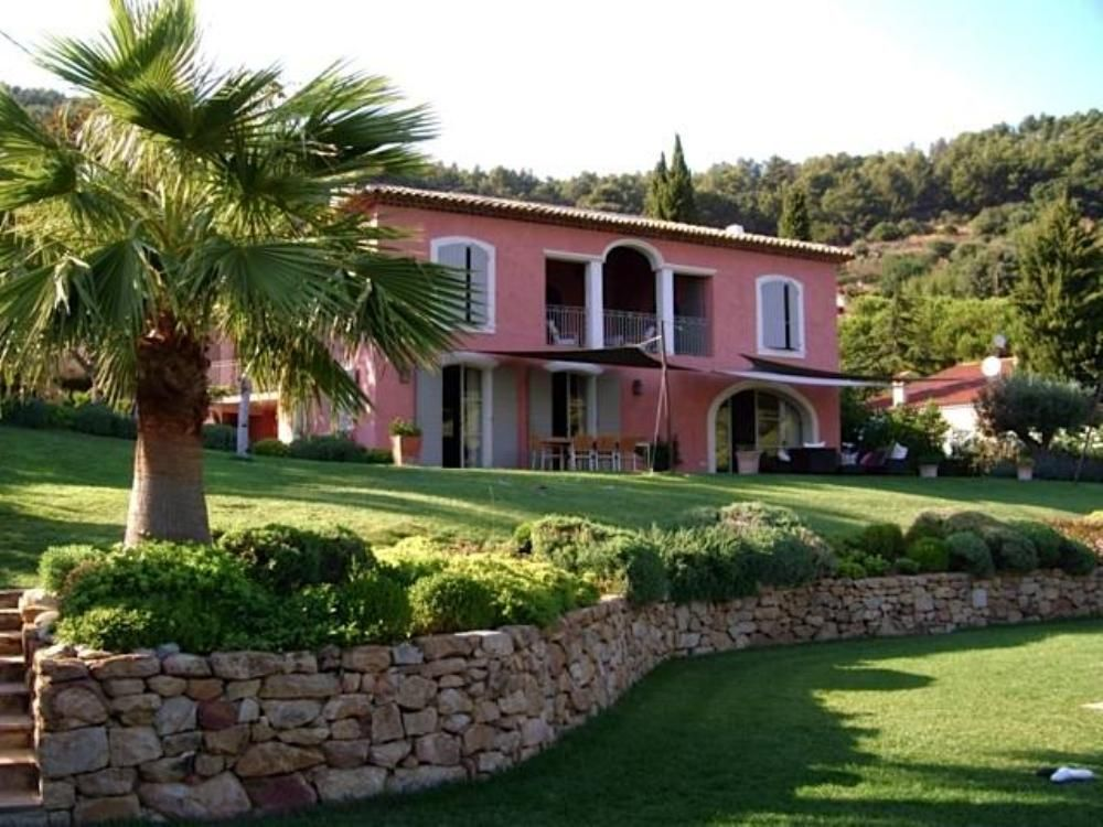 Accommodation near the beach, 340 square meters, , Carqueiranne, France