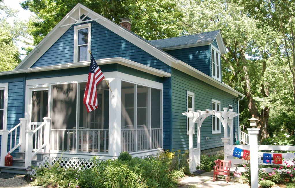 Charming 1930s Blue Cottage A Stroll Away Vrbo