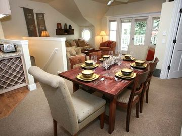 Dining Area: Seating for 6