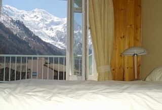 Chamonix apartment photo - Master Bedroom 'waking up to Mont Blanc' - balcony