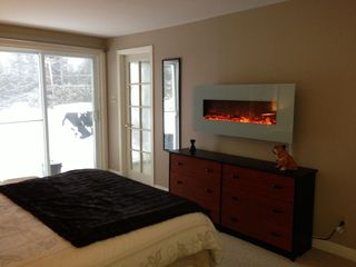 Sainte-Adèle cottage photo - Master with ensuite and romantic fireplace