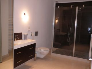 Aix-En-Provence villa photo - Ensuite (15m2) with large Italian shower.