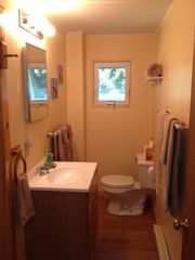 Newport cottage photo - Bathroom with shower and linens