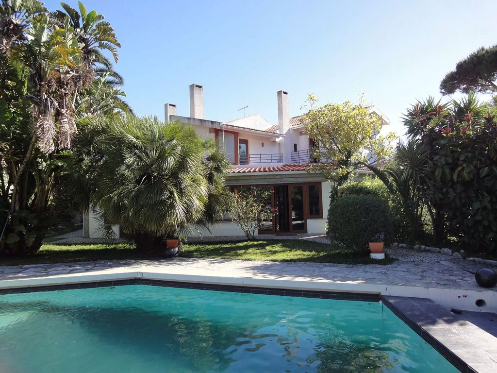 House, 2500 square meters, with pool