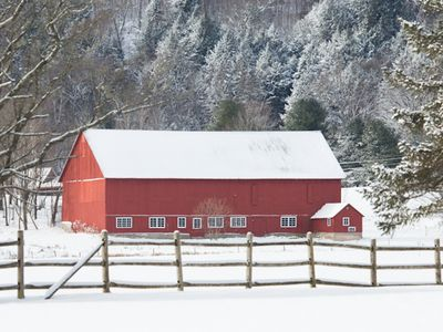 Incl. at no extra charge in your meadow view- the classic red Stonybrook barn!