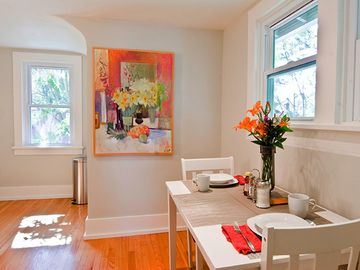 Woodstock apartment rental - Dining area in the bright + sunny eat-in kitchen (table expands to seat 4)
