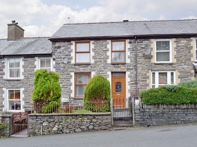 3 bedroom property in Blaenau Ffestiniog. Pet friendly.