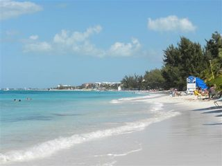 Providenciales - Provo studio photo - Grace bay to the right