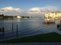 Waterfront, Steps to Beach, 2BR/2.5BA Renovated Townhouse on Treasure Island