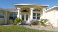 Secluded Luxury Lakeside Villa - Close to Beaches and Golf!