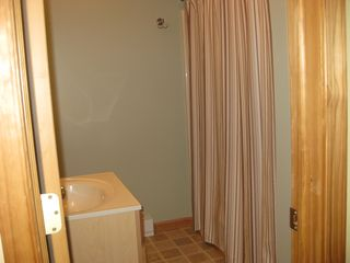 Arrowhead Lake chalet photo - 2nd full bathroom.