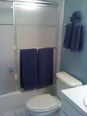 Lake Ozark condo photo - Hall Bath
