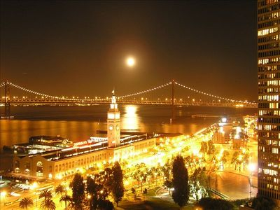 San Francisco apartment rental - Full moon viewed from balcony.