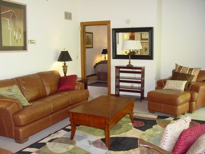 Attached one bedroom apartment - king bed, full bath, full kitchen, treetop deck