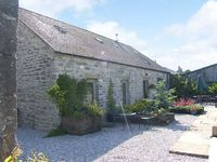 SPINGLE BARN, pet friendly, with a garden in Monyash, Ref 5469