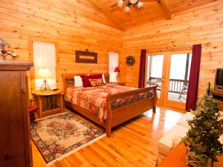 Blue Ridge cabin photo - 3 Spacious Bedrooms 2 Kings & 1 Queen