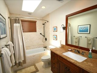Kailua house photo - Guest En Suite Full Bath