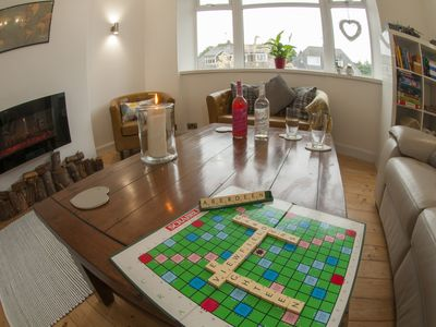 Beautifully Refurbished Luxury Homely 4 bed; lovely views over Johnston Gardens