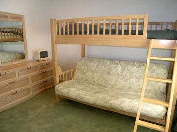 Guest Bedroom with Twin Bunk, Double Futon & cable TV