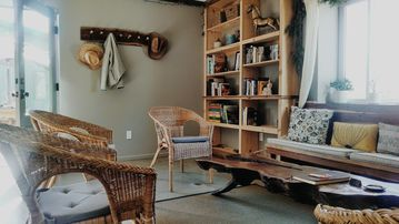 San Luis Obispo chateau / country house rental - Books and curiosities.