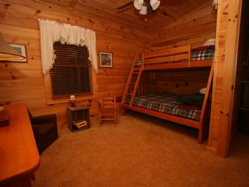 Bunk Beds Sleeps 3