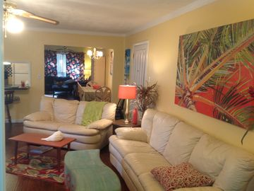 Daphne house rental - Spacious living room looking into the front sitting area.