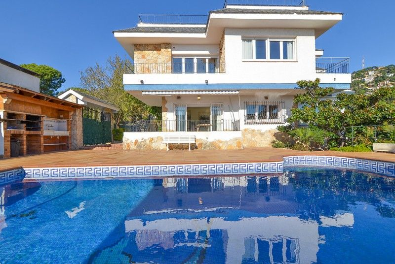 Alaska detached spanish villa for 15 people where you - Villa de luxe visite privee ...