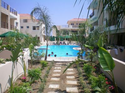 Apartment 103 Elegantly furnished 2 bed apartment with AC, pool & gym