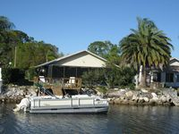 Waterfront, Heated Pool, Internet, Pontoon boat & kayaks. Monthly Stay Discount
