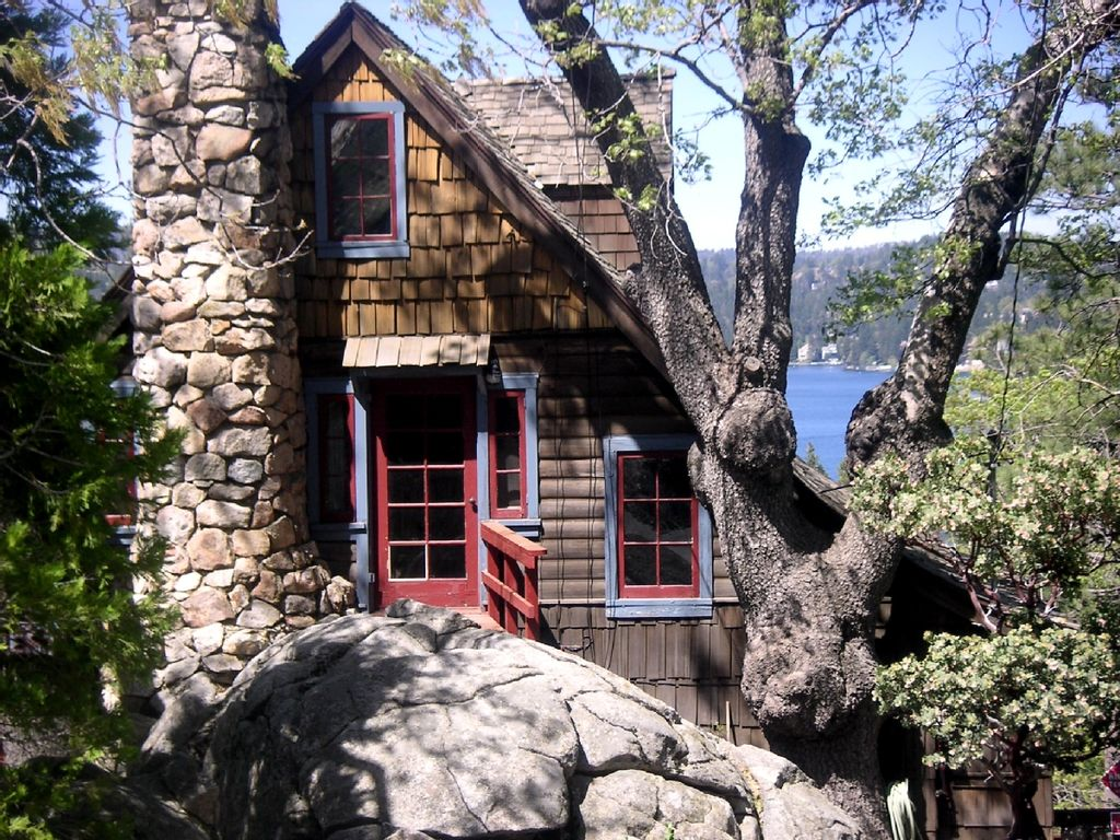 Boulder crest historic lakeview hideaway in vrbo for Cabins in lake arrowhead ca