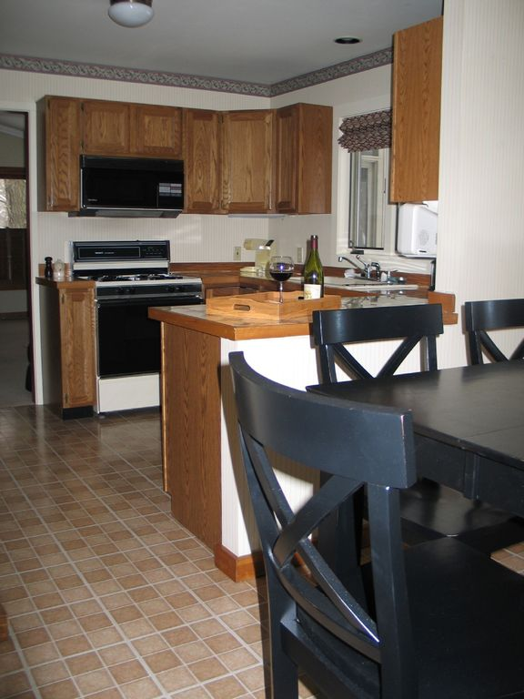 Fully equipped kitchen with seating for up to 8.