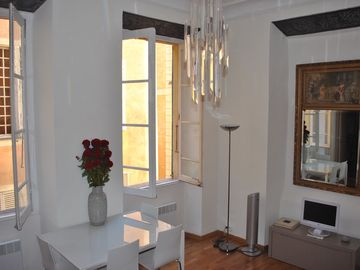 Nice Old Town (Vieux Nice) apartment rental - Light and airy living room with slate lintels