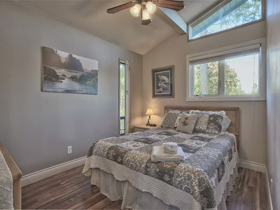 Victoria house rental - Sunset Room with queen bed