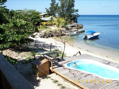 Roatan condo rental - Beach view from Condo Cervantes