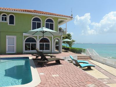 Grand Cayman villa rental - Oceanfront patio area