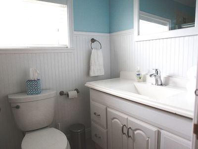 Pacific Beach cottage rental - The full bathroom off the hallway.