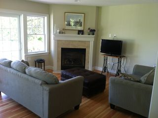 Family Room w Fireplace