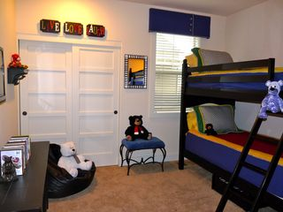 Eagle Crest house photo - Charming Bunk Room w/32' flat screen TV on Wall w/DVD Blue Ray and lot of movies