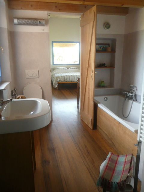 ensuite bathroom of master bedroom