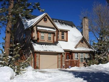 Summit Estates cabin rental - Walk to Snow Summit Beautiful Tri-Level Cabin