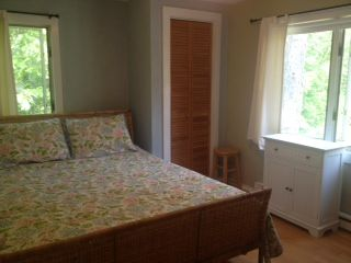 Oak Bluffs house photo - Queen bedroom with half bath