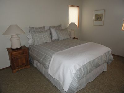 Sea Ranch house rental - Master bedroom with full en suite bath