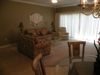 Luxurious 2 BR/2 BA Gulf Front (Sleeps 6-8)