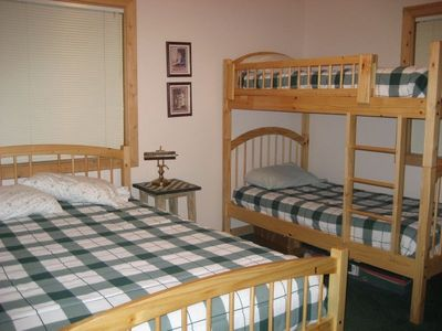 Family Room Queen & Twin Bunk Beds 2 Bedrooms Have This Layout